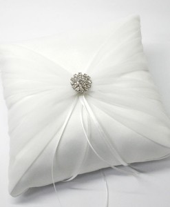 ring-pillow-round-br-wh