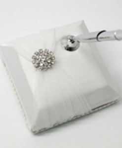 round-brooch-pen-wh