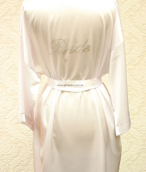 bridal-party-robe-bride
