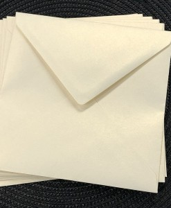 envelope 160sq ivory gold