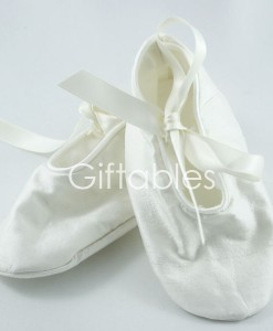 christening-booties-ivy