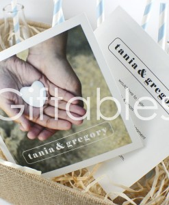 engagement-invite-handhrt