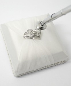 pen-twin-heart-brooch-white