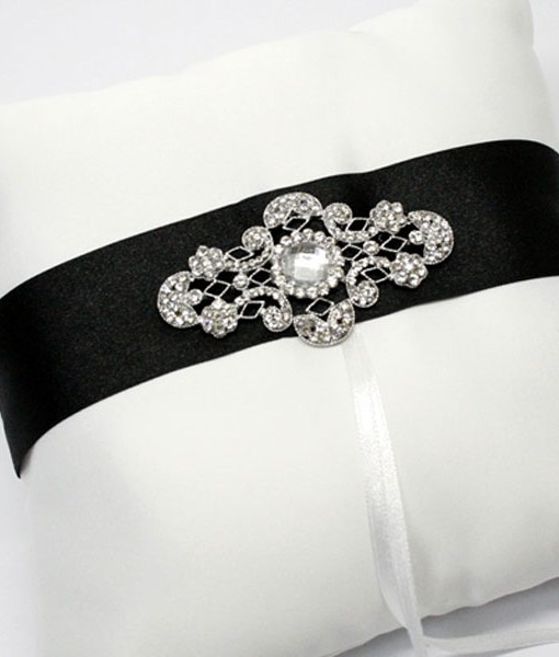 ring-pillow-ornate-brooch