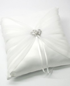 ring-pillow-twin-hrt-br-W