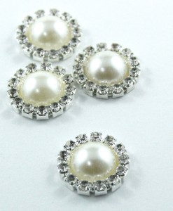 round-pearl-brooch