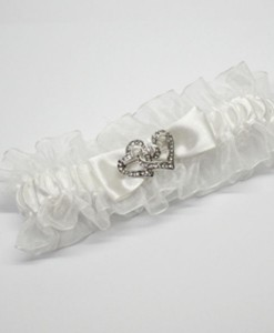 wedding-garter-off-wh