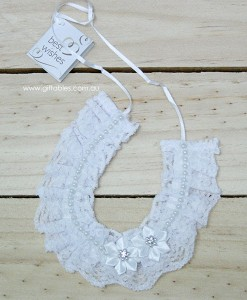 wedding-charm-lace-horse-w-pearls